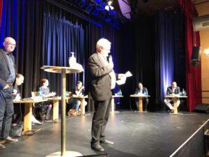 Ulrich Hamacher, Diakonie-Chef, begrüßt die Gäste